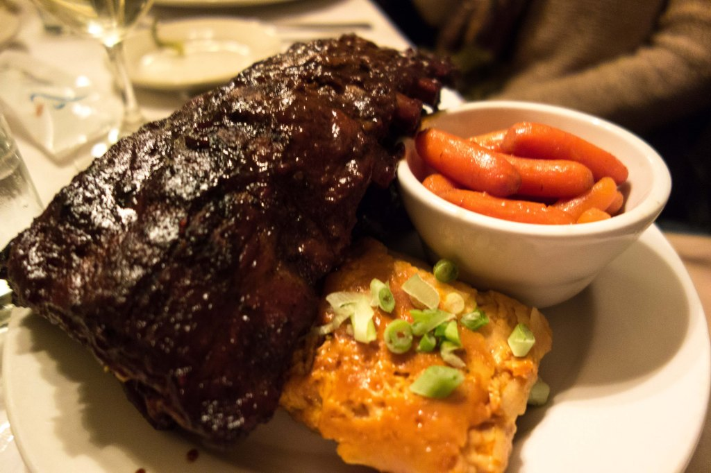 A full rack of ribs