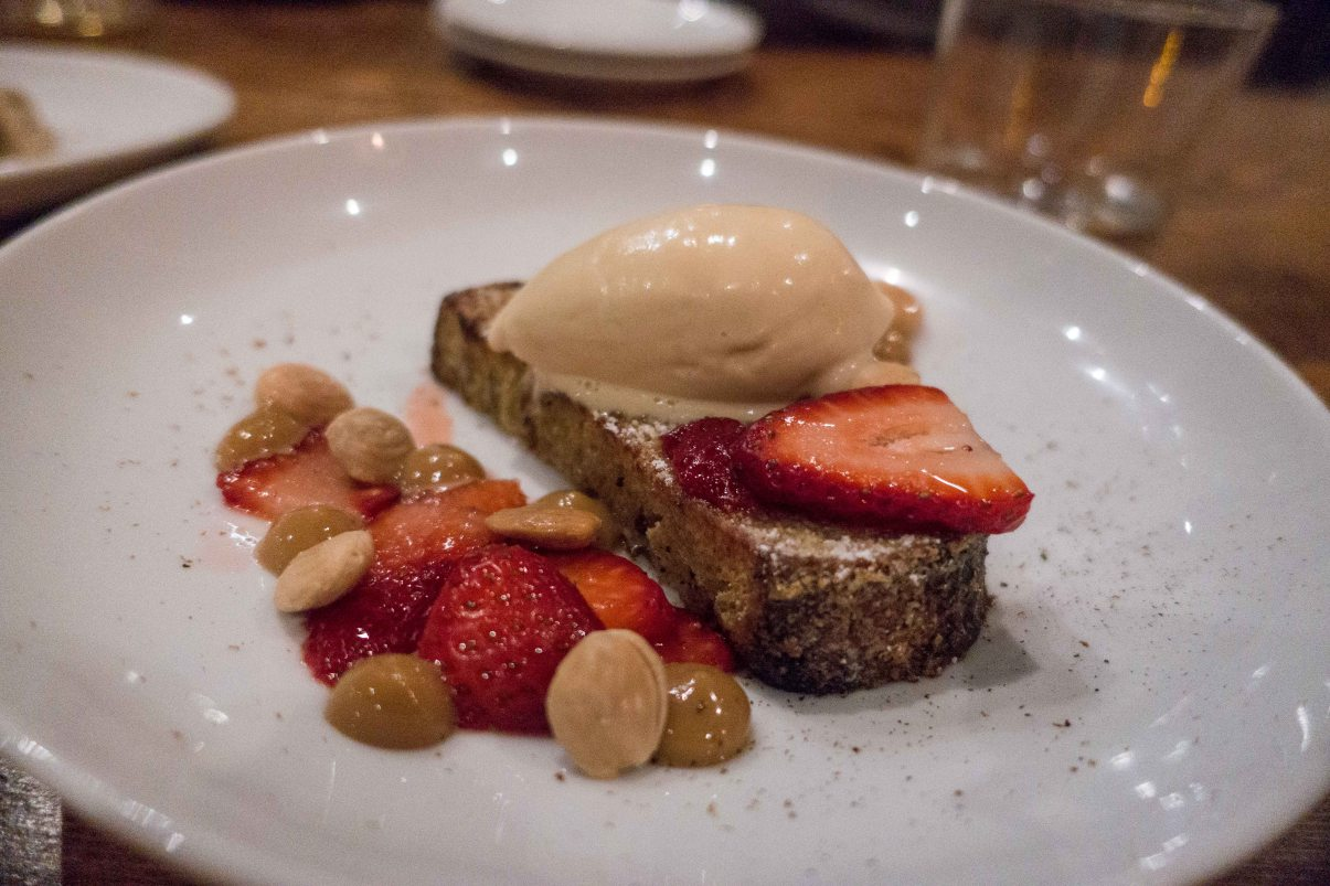 torrijas, strawberries and dulce la leche ice cream