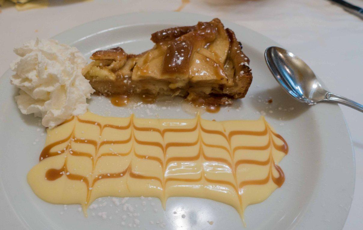 Apple tart with creme Anglaise
