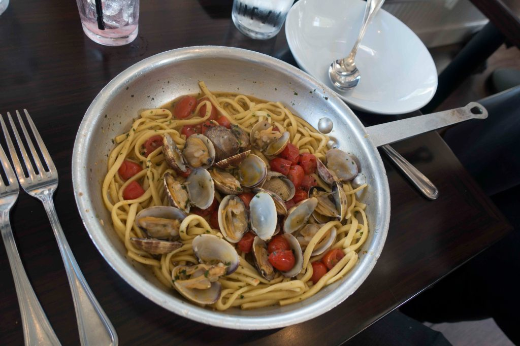 Expert and inventive presentation of Scialtelli, linguine with clams